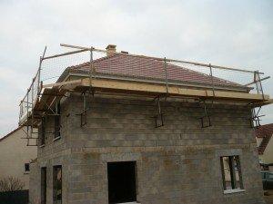 Pose des tuiles et du conduit de cheminée couverture-1-300x225